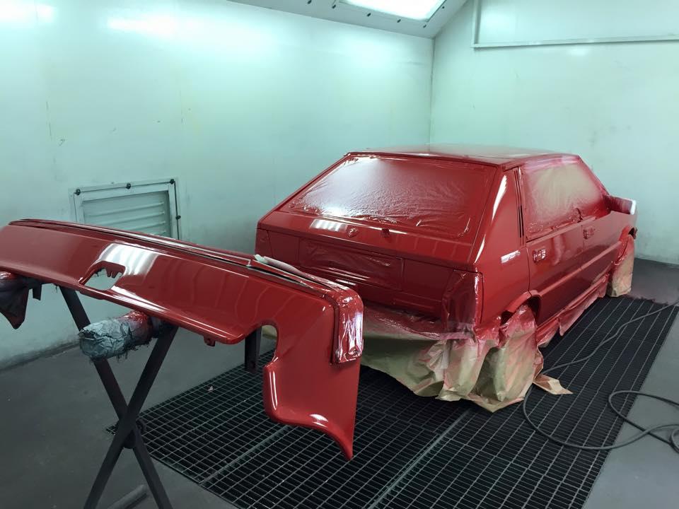 Taller chapa y Pintura Fuencarral pintando coche inf