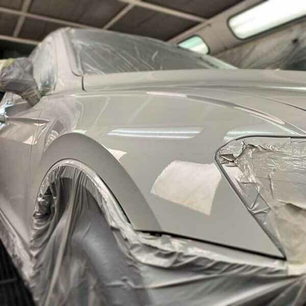 Taller Chapa y Pintura Majadahonda pintando coche